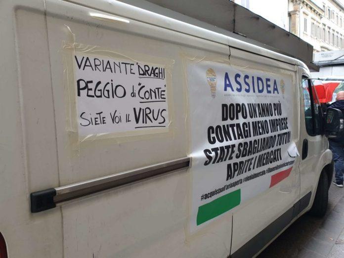 """a-firenze-protestano-1280-ambulanti:-""""riapriteci-o-torniamo-in-2.400-furgoni"""""""