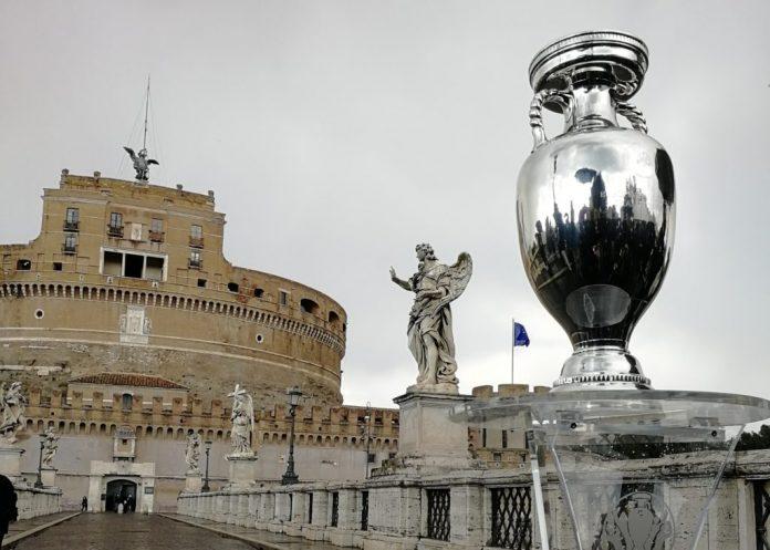 euro-2020,-dal-pincio-a-castel-sant'angelo:-a-roma-il-trophy-tour
