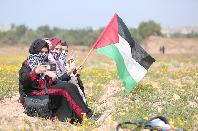 palestina,-il-presidente-abbas-rinvia-le-elezioni:-proteste-da-ramallah-a-gaza
