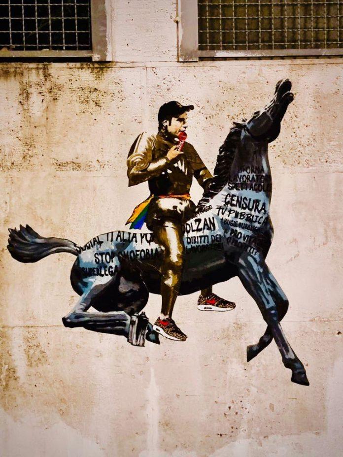 ddl-zan,-a-roma-spunta-il-murale-con-fedez-che-doma-il-cavallo-della-rai