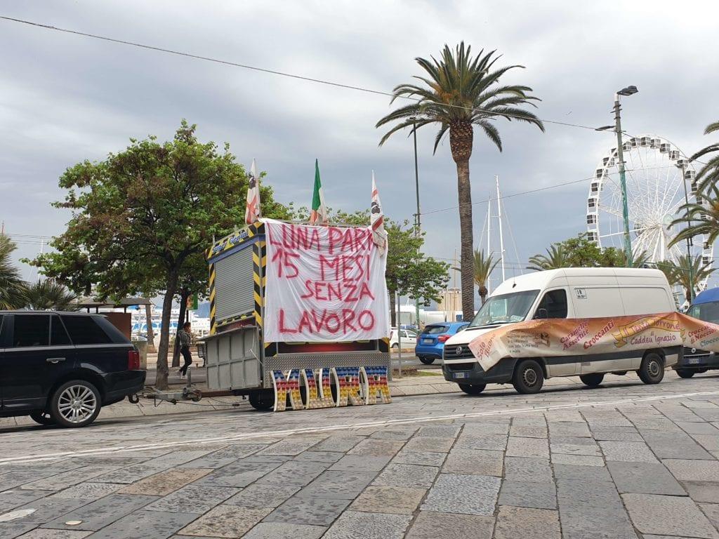 ambulanti-e-giostrai-di-nuovo-in-piazza-a-cagliari,-bloccato-il-traffico-in-via-roma