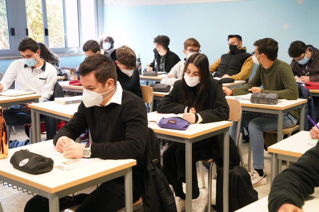 il-covid-torna-a-salire-nelle-scuole-dell'emilia-romagna:-+48%-tra-gli-studenti