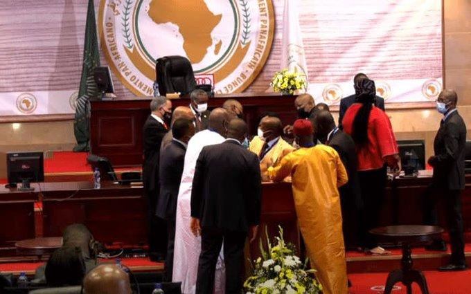 pugni-al-parlamento-panafricano-per-l'elezione-del-nuovo-presidente