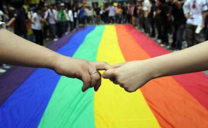 """omofobia,-a-roma-insulti-sul-tram:-""""sei-gay?-allontanati,-mi-fai-schifo"""""""