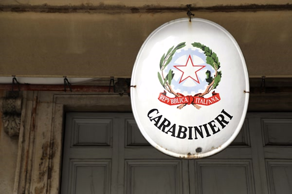 anziana-di-afragola-si-sente-sola-e-chiama-i-carabinieri-che-arrivano-a-farle-compagnia