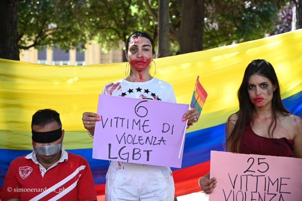 """flash-mob-per-la-colombia-davanti-agli-uffici-rai.-gli-attivisti:-""""i-media-documentino-le-violenze"""""""