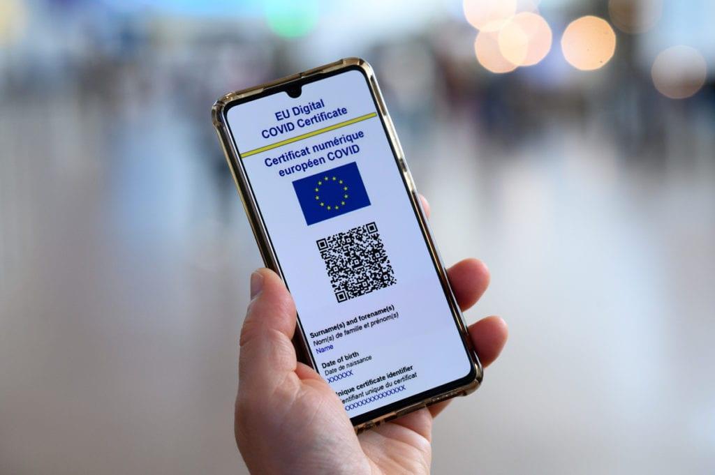 covid,-si-al-green-pass:-dal-parlamento-europeo-via-libera-al-certificato-digitale-ue