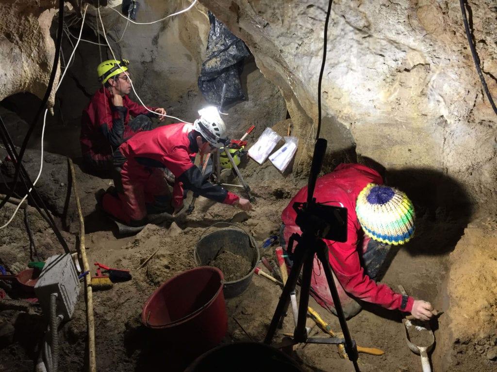 foto-|-nella-grotta-dei-neanderthal-al-circeo-un-pavimento-di-ossa