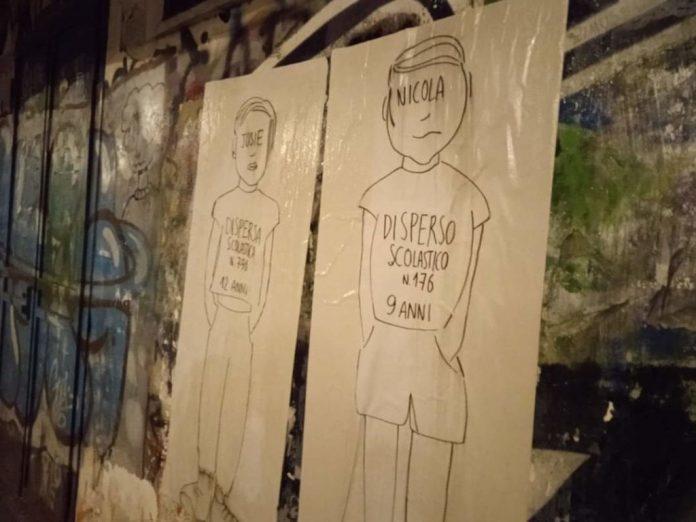 protesta-no-dad-a-napoli,-900-sagome-di-alunni-vittime-della-dispersione-scolastica