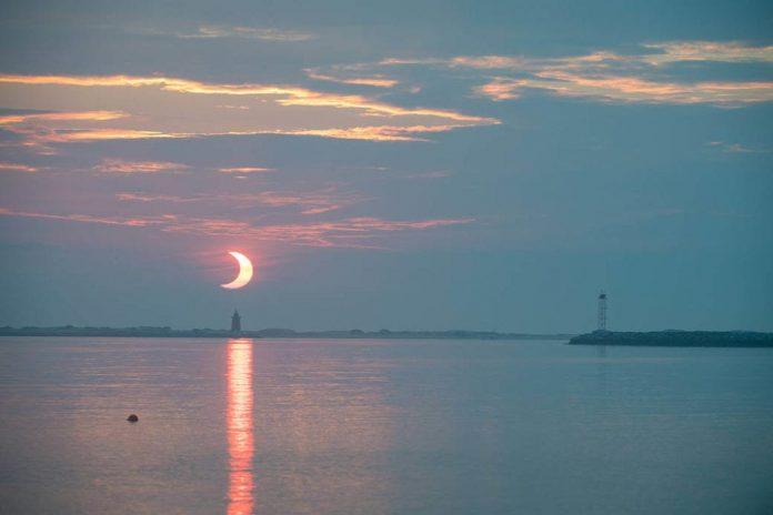 la-spettacolare-eclissi-di-sole-vista-dalla-nasa