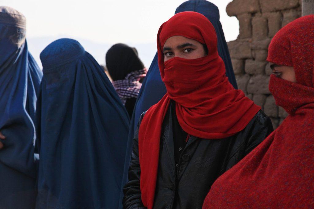 afghanistan,-all'universita-classi-speciali-e-obbligo-di-abiti-islamici-per-le-donne