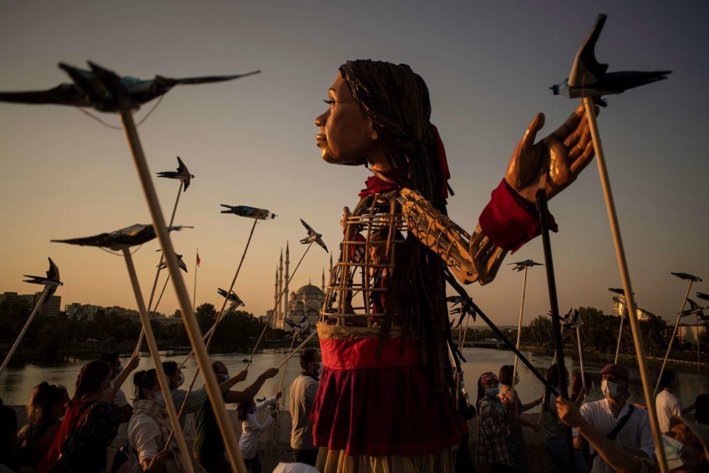 a-bologna-arriva-amal,-marionetta-itinerante-che-rappresenta-34-milioni-di-bambini-rifugiati